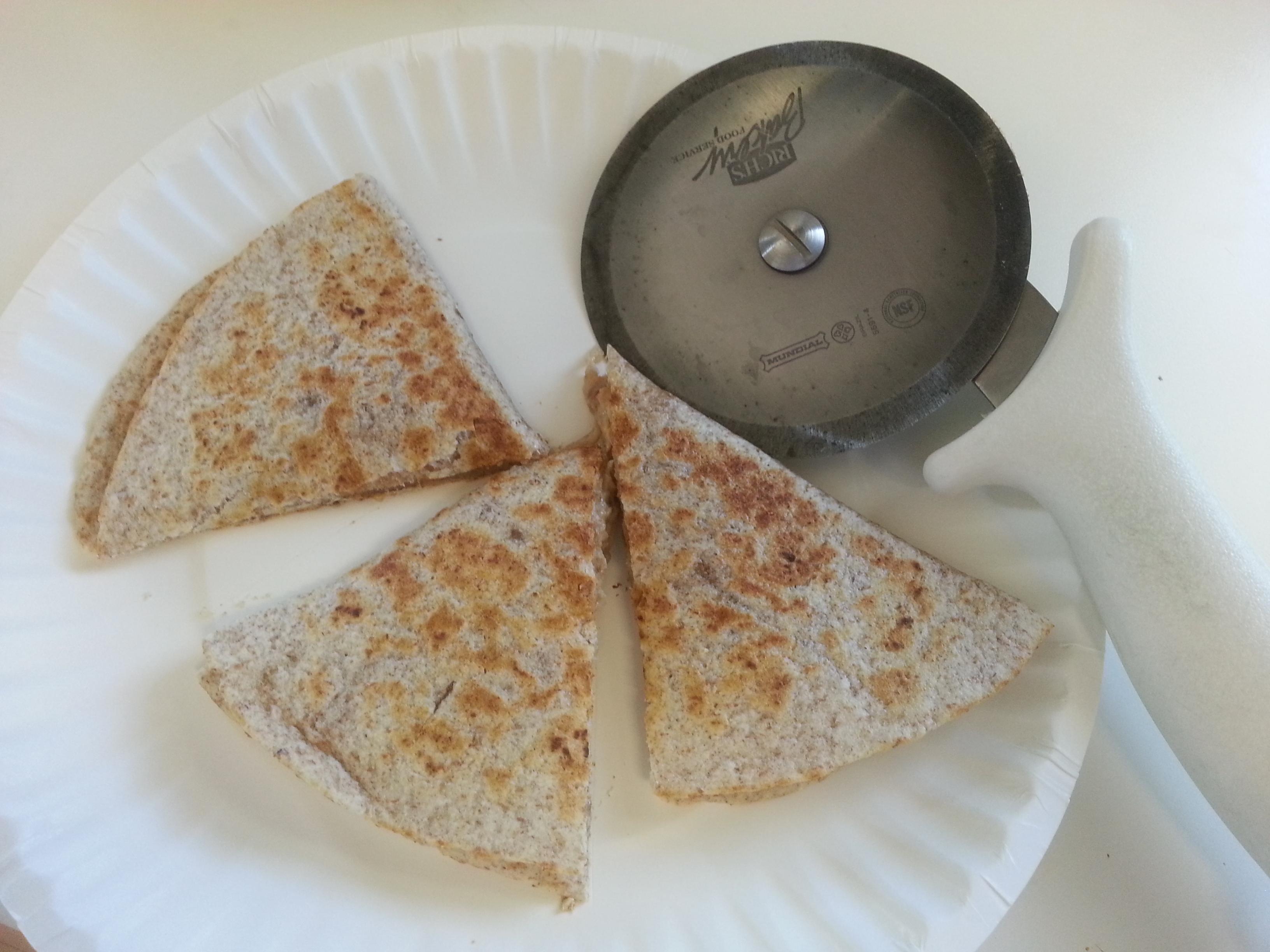 how to cut a quesadilla